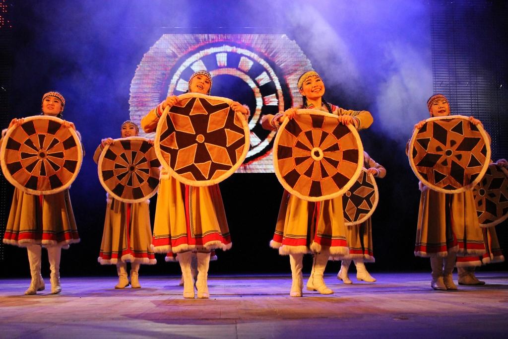 "Танец с кумаланами. ""Гулувун"", Улан-Цдэ"