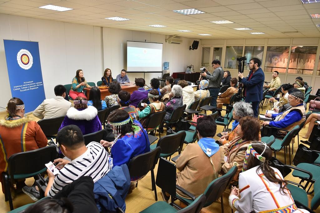 Надежда Шеметова выступает на конференции фестиваля