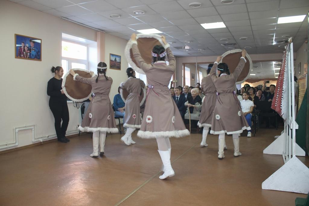 """Танцует """"Гулувун"""""""