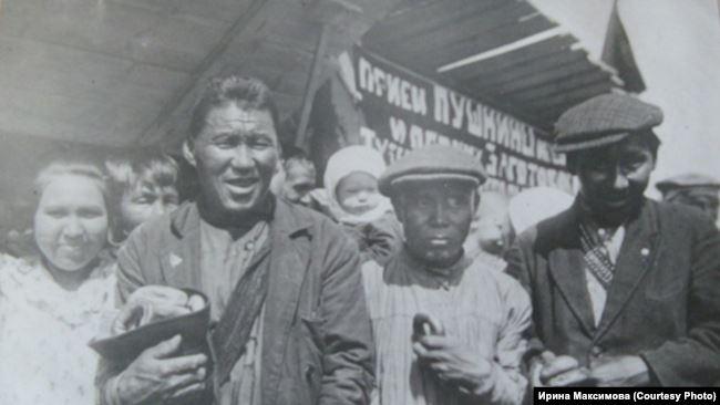 """Эвенки на ярмарке в Нарыме. """"Советская Сибирь"""". 1936 г."""